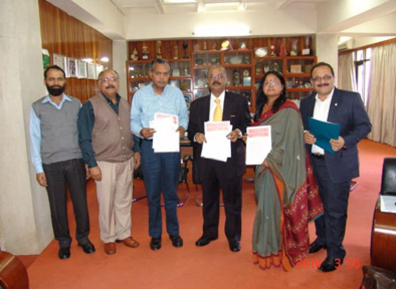 Signing ceremony between Sami Labs, Indian Institute of Integrated Medicine (IIIM), Jammu and Indian Council of Medical Research (ICMR) for licensing of two patents.